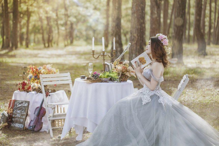 How to buy wedding dresses online?